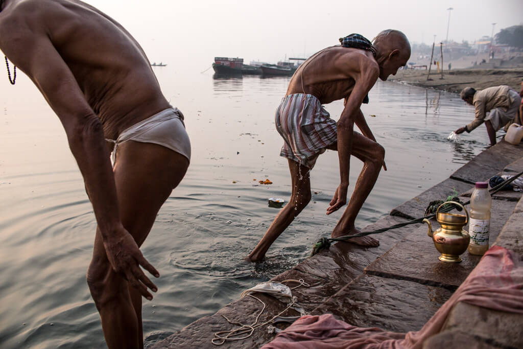 benares bathing ritual in the morning